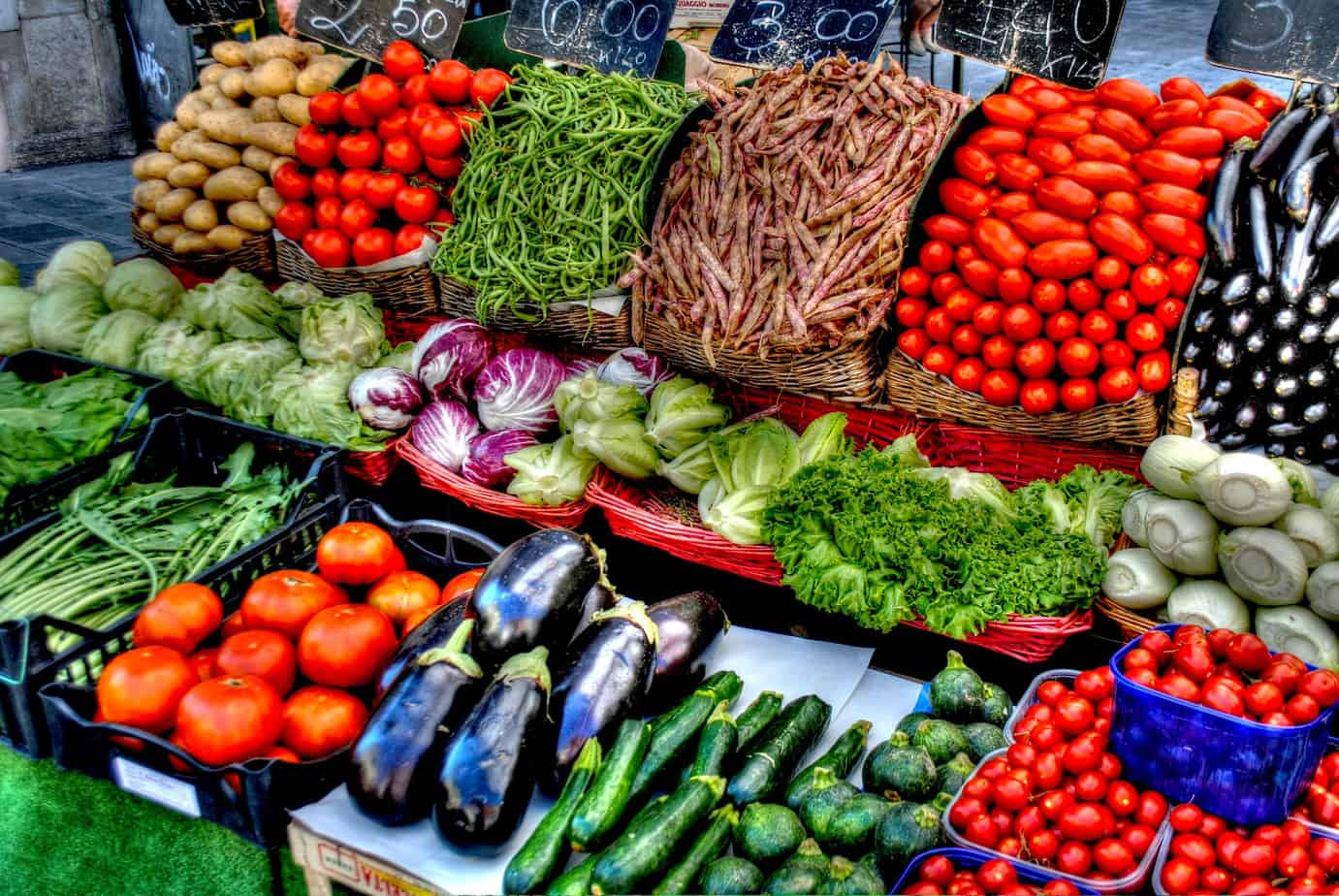 Vegetable health benefits shopping grocery store fresh produce
