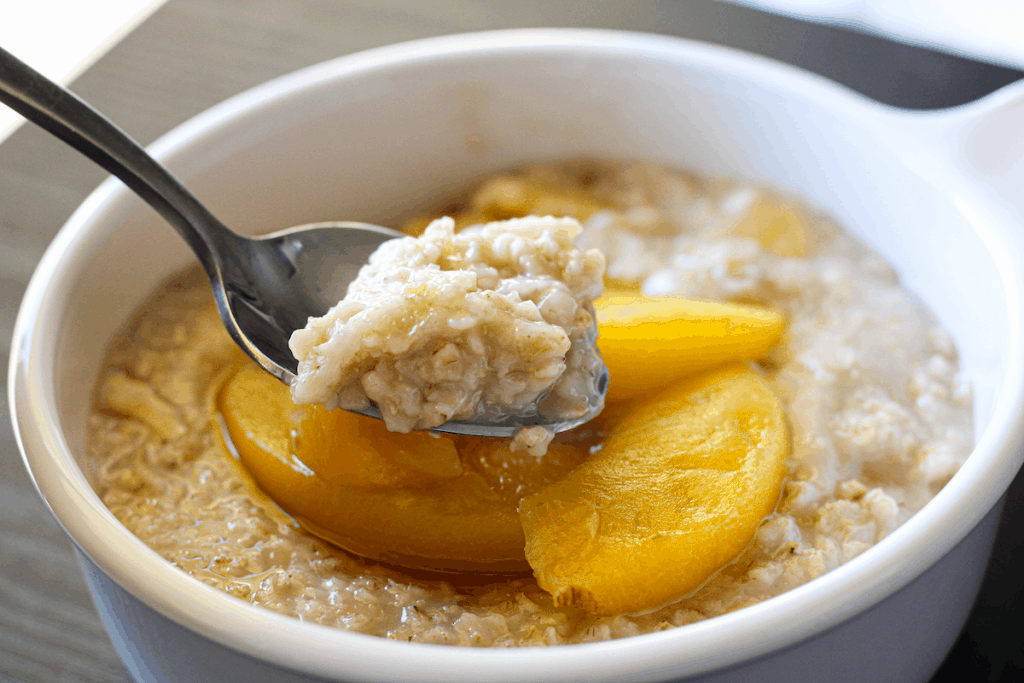 Peach Cobbler Oats