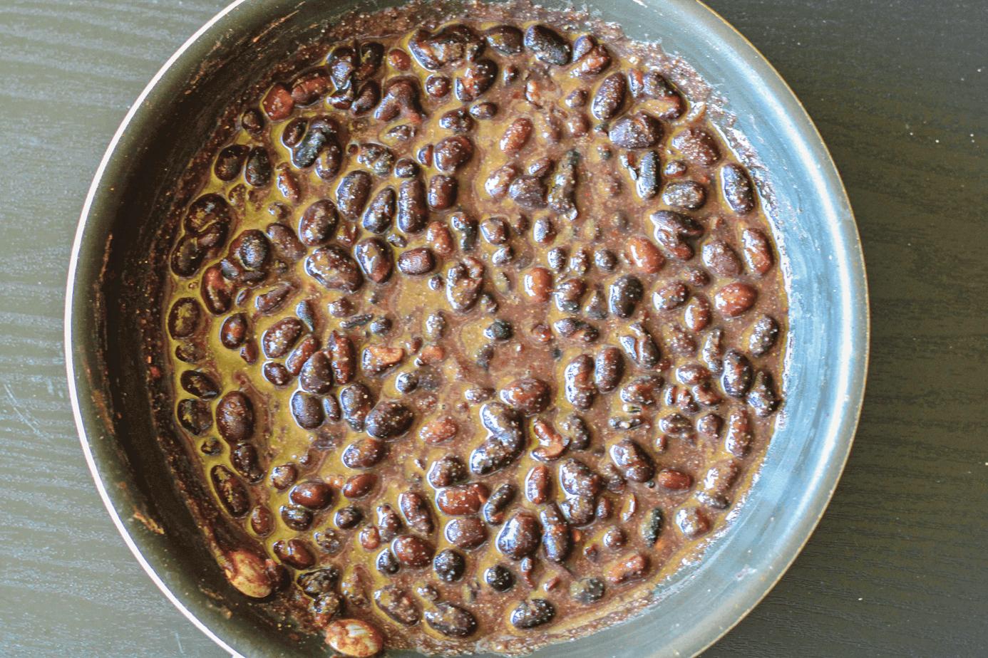 Black beans for vegan burrito bowl