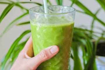 Detox kale and banana smoothie